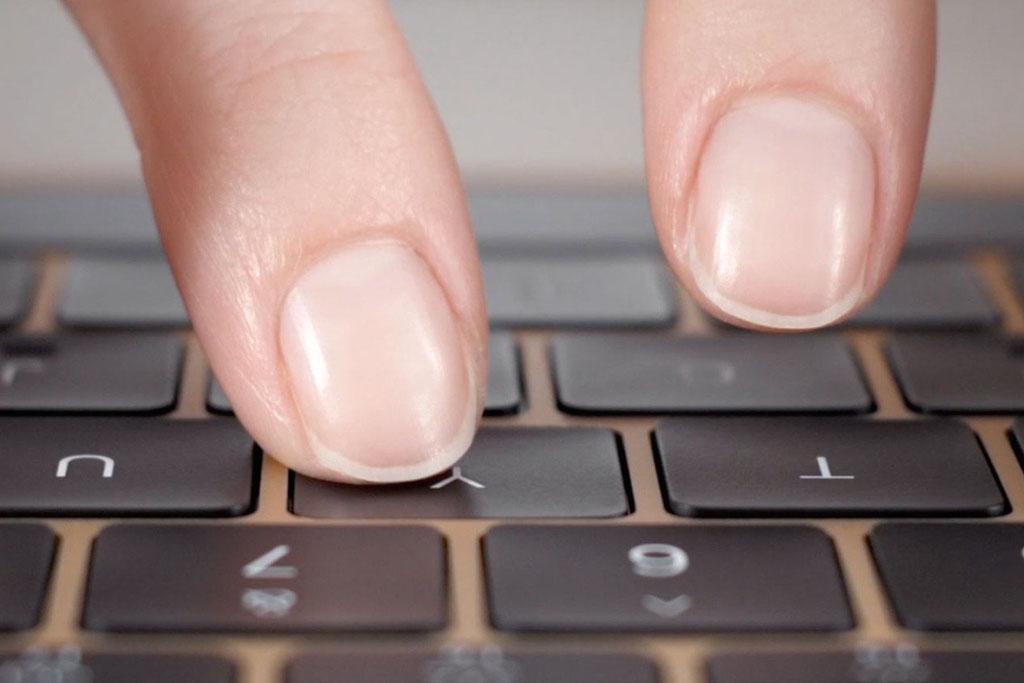 คีย์บอร์ดใหม่ที่เข้ามาพร้อมกับ Macbook ว่ากันว่าบางและมีความแม่นยำกว่าของเดิม